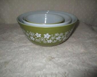 Pyrex Spring Blossom Bowls, Pyrex Avacado Bowl Set, 1970s Pyrex Nesting Bowl Set, Pyrex Mixing Bowls set of 3