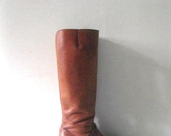SALE Vintage 70s wood heel boots / Hippie Boho leather boots / size 6 1/2