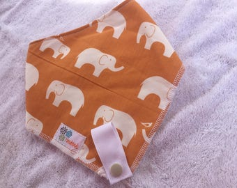 BinkBib: The bib that keeps Binky handy and Kids clean! ORGANIC Orange Ele Prints (1)