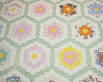 Cottage Chic Small Scale Grandmother's Flower Garden Vintage Quilt for Crib, Table Cover or Topper - 44 by 40 Inches - Orange Peel Quilting