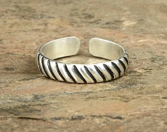 Sleek and Modern Grooved Sterling Silver Toe Ring with Groovy Pattern and Patina