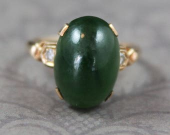 Vintage Retro 10K Yellow Gold Dark Green Nephrite Jade and Diamond Ring