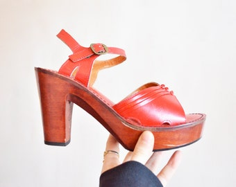 Vintage 1970s leather platforms / size 6