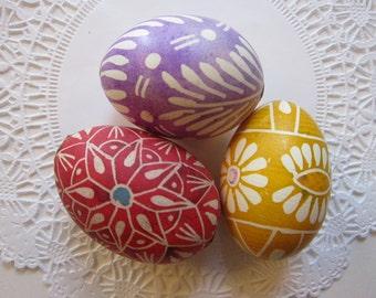 3 vintage BATIK eggs - real eggshell - batiked eggs