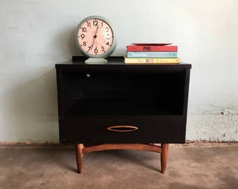 MID CENTURY MODERN End Table or Nightstand in Black (Los Angeles)