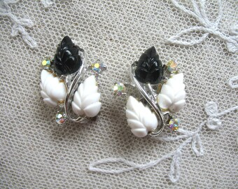 Vintage Thermoset Earrings ~ Clip On ~ Black & White Leaves