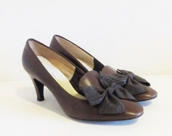 ON SALE NOW Vintage Brown Leather Pumps / 60's 70's Woman's Size 7 Classic Shoe Clip Bow Heels