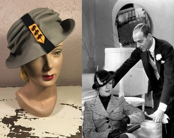 The House of Roberta - Vintage 1930s Caroline Reboux Grey Felt Slouch Peaked Fedora Hat w/Chevron Pin - Museum Quality