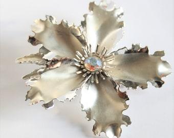 Vintage silver flower brooch.  Big flower brooch