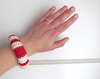 NEW: Knitted cotton bracelet in red and off-white - navy stripes - marine look - own design