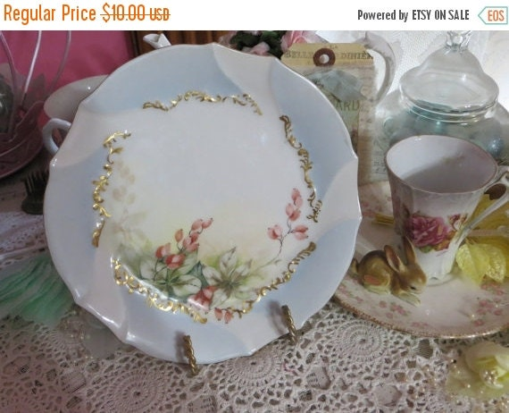 ON SALE Vintage Hand painted Plate-Limoges-Marked-Dessert-Currents-6.75 inches