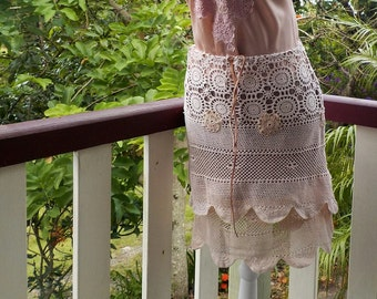 pale pink crochet skirt - hippy - boho - small