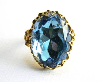 Vintage Gold Blue Topaz Solitaire Cocktail Ring - 22 Carats Oval Faceted Glass - December Birthstone - Adjustable - Hollywood Statement