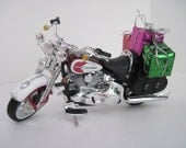 2001 HARLEY DAVIDSON FLSTS Heritage Springer Motorcycle w/Gifts - Christmas Ornament - Maisto 1:18 Scale