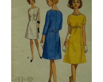 """60s A-line Dress Pattern, Panel Front, Sleeveless/Short/Elbow Sleeves, Empire Band, Bateau Neck, Butterick 4076 UNCUT Size 18 Bust 38"""" 97cm"""