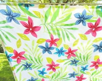 PRINT TABLECLOTH. Tropical Tablecloth. Florida Room Decor. flower tablecloth. 83 x 64 inches. 1950s tablecloth. 1960s tablecloth. gift idea.
