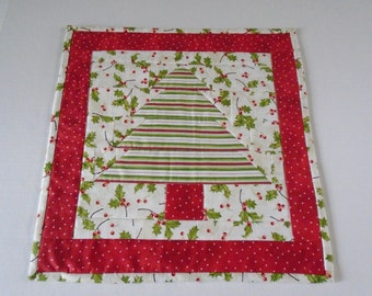 Christmas Tree Quilted Table Topper, Christmas Table Runner,  Winter Christmas Table Runner, Christmas Tree Quilt, Quilted Candle Mat