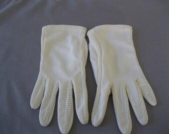 1950s Ivory Gloves - Nylon Crochet Insert Gloves - Bridal Wedding