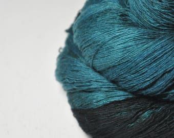 Giant clam closing forever - Merino/Cashmere Fine Lace Yarn