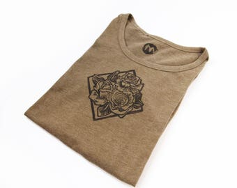 Cotton TEE printed with original hand-carved stamps with roses- size M
