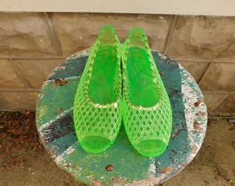 Vintage Green Woven Jelly Sandals, Open toe Jellies, Size 7