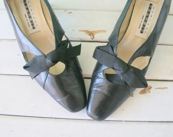 Vintage BLACK GLAM Bow Heels....size 6.5 womens...black. wedding. witch heels. retro. mod. designer. black fabric heels. party. mod