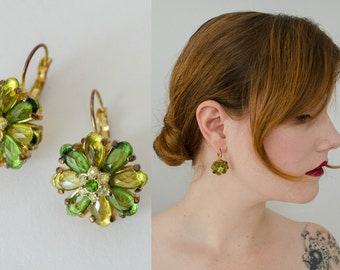 1950s vintage earrings / green rhinestone flower earrings