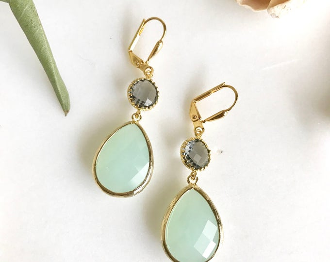 Cloudy Mint and Charcoal Grey Dangle Earrings in Gold.  Bridesmaid Earrings. Dangle Earrings. Mint Drop Earrings. Wedding Jewelry. Bridal.