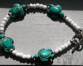 Ayla's Bead Creations Turquoise turtle Silver accented bracelet with White E beads.