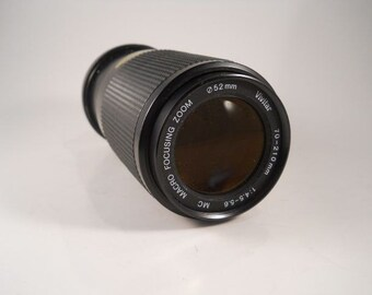Vivitar 70-210mm zoom. Fits Canon cameras