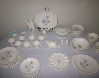 67 piece STEUBENVILLE pottery 'FAIRLANE' Dinnerware set lotus flower,Mid-Century cottage chic,shabby blue, USA,Tureen,platter,tea/coffee pot
