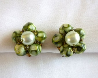 Green Glass Beads Pearl Earrings signed Hong Kong, Vintage Pearl Jewelry
