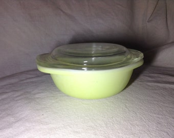 Vintage Pyrex Side dish covered no. 23