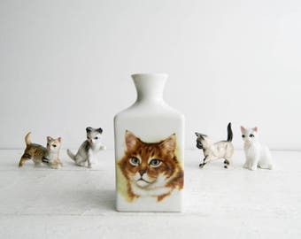 Vintage Kitschy Cat Bud Vase - Minimalistic Made in Japan RR Roman Ceramic Collectibles