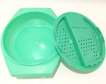 Vintage Tupperware Salad Grater - Cheese Grater - Green Tupperware Bowl with Lid - Food Saver - Retro Kitchen