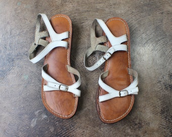 7 M 70's Sandals / Ankle and Toe Strap Shoes / Women's Vintage White Leather Sandals