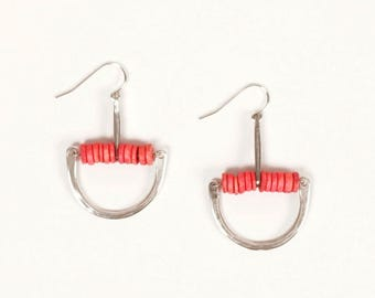 Forged silver arc earrings with pink ceramic beading | FRIDA