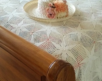 SALE Vintage QUEEN Crocheted Coverlet - Ivory - Gorgeous STAR Pattern - Queen Size - Lovingly Handmade - Beautiful Cherished Condition