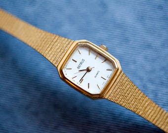 Vintage Smaller sized square watch gold tone band adjustable clasp