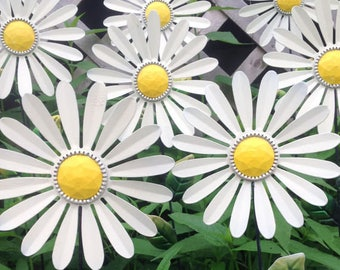 5 White Daisy Garden Stakes - Metal Flowers - Metal Yard Art  - White Outdoor Garden - Housewarming