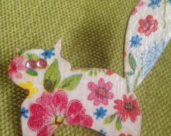 Decoupaged lightwood vintage style Brooch Summer Cat with Swarovski Crystals