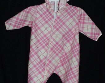 Baby & Toddler Hooded Sleeper Feet Pajamas Flannel Pink Diamond Check Pattern, Hooded, Feet, Zipper Size Small 6-9 Mos Hand Made