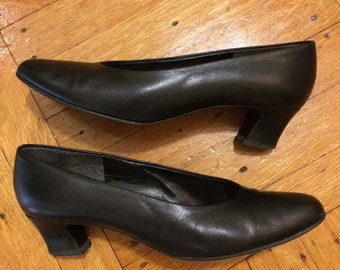 1980s/90s Black Leather Pumps by Selby