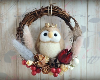 Needle felt owl dry flower wreath, bird doll wreath home decor ornament, woodland wreath, beige color owl, gift under 30