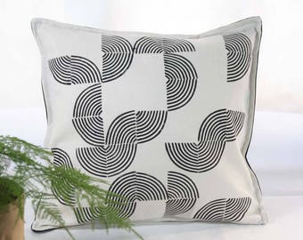 Ecru and black hand-stamped cushion cover - Designer decorative pillow - Geometric pattern hand-printed - Natural and black cotton fabric