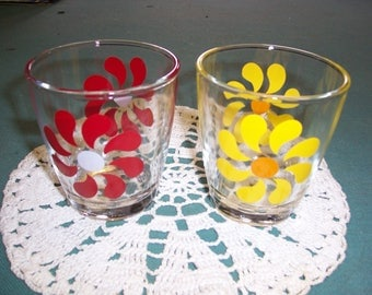Set of 2 Vintage Sour Cream Glasses...Daisy....2 Half Pint...1970's..Great Condition..Collectible