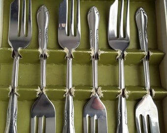 Oneida stainless steel cake Forks.  Set of 6 in original box