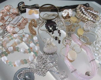 Mixed Lot (jlot9) ~ WEARABLE COSTUME JEWELRY ~ Mixed Metals / Stones