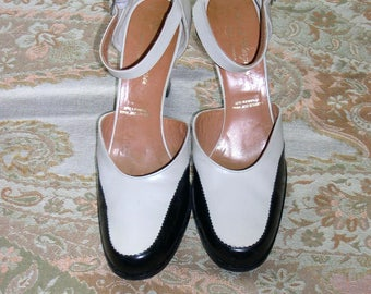 Robert Clergerie leather shoes,black/ivory spectator heels,round toe,7 1/2AA