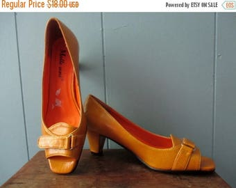 ON SALE Gorgeous 1960s peep- toe heels  / Mid-Century mustard yellow - gold pumps / Europe size 37 / US Canada Size 6.5